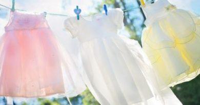 Ako vybieliť oblečenie, aby opäť vyzeralo ako nové? Tip pre každú gazdinku