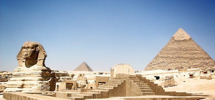 Keď večera, tak s výhľadom na egyptskej pyramídy