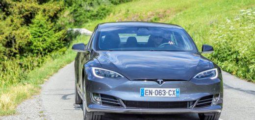 Ktorými autami teraz jazdí Elon Musk, šéf automobilky Tesla?