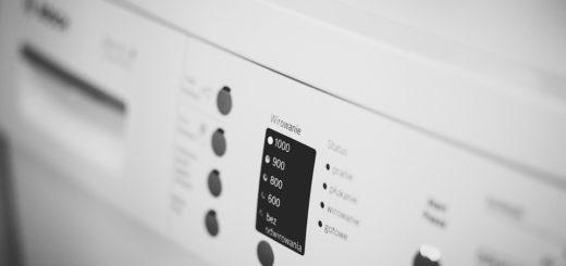Máte po vyprání skvrny na oblečení? Pračka potřebuje vyčistit. Víme, jak na to