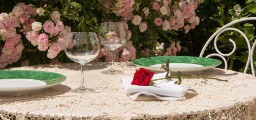 Pri akých udalostiach položiť na stôl obrus namiesto obyčajného prestieranie?