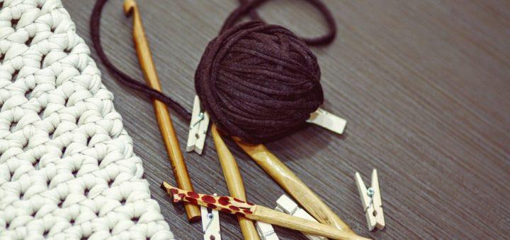 šaty pletené